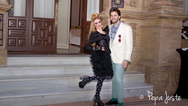 La DJ. Carmen Yerbabuena con el RR.PP. Mario Niebla del Toro