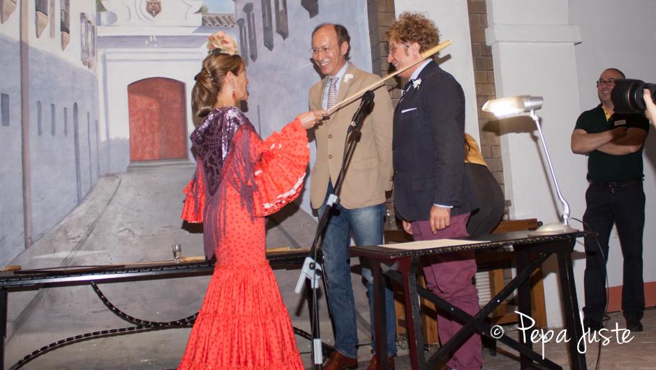 Rosario Pérez-Barbadillo les impone el cargo de Caballeros de la Orden de la Solear