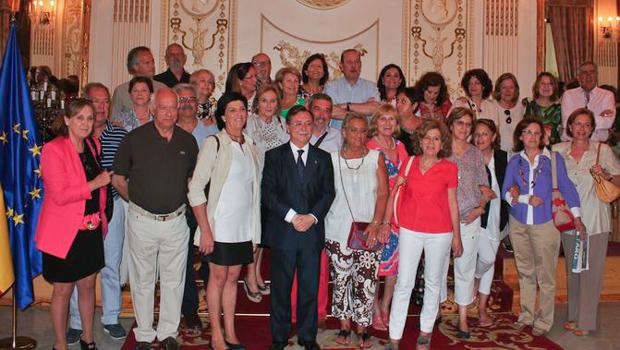 Al final de la recepción se hicieron la foto de familia.