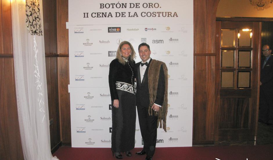 Carmen Sanchez Lamadrid con el presidente del Gremio de sastres y modistas de Sevilla, Miguel Reyes