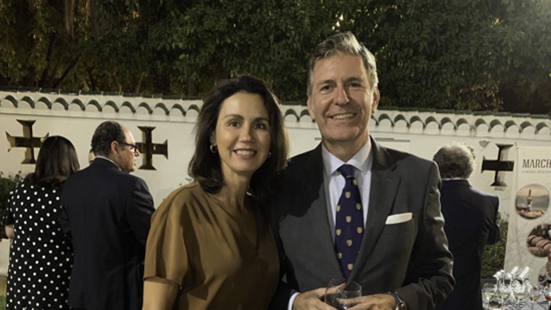 La cónsul de Eslovenia, Beatriz Lucena con el abogado y cónsul de Uruguay Julio Azancot